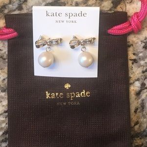 ♠️Super Cute bow pearl earrings!!  EUC!!